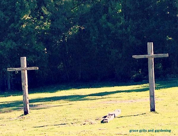 wooded crosses, Helena Ar
